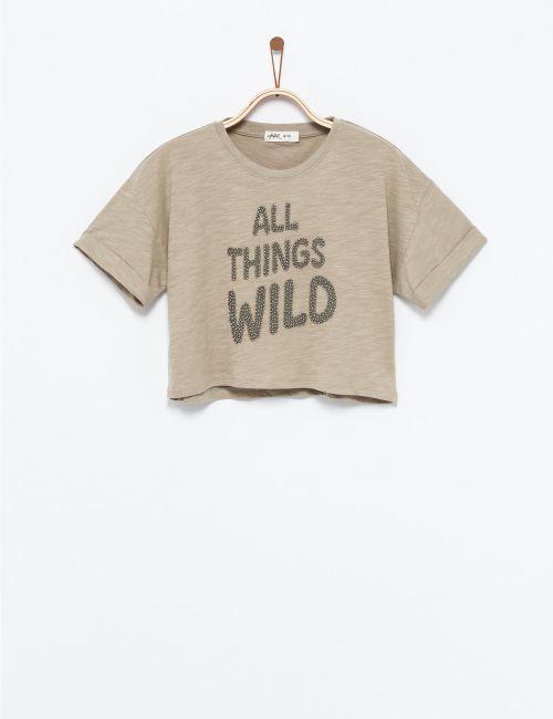 חולצת טי עם כיתוב חרוזים