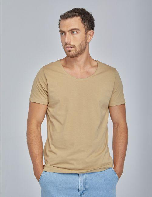 חולצת טי עם צווארון עגול