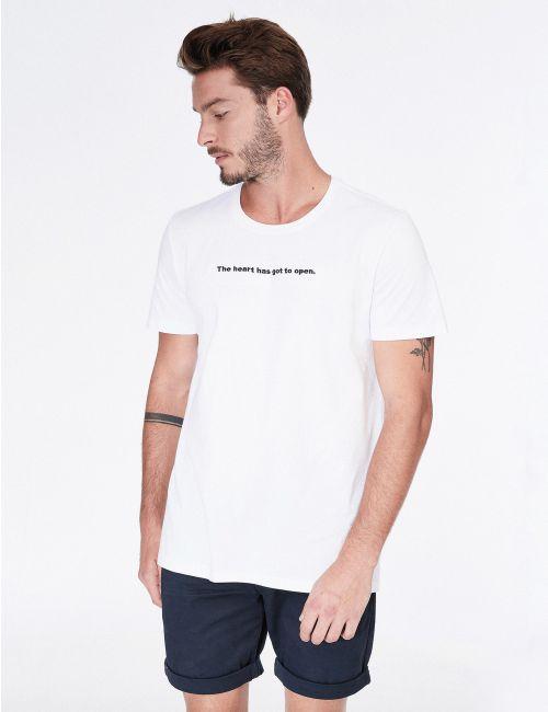 חולצת טי עם כיתוב