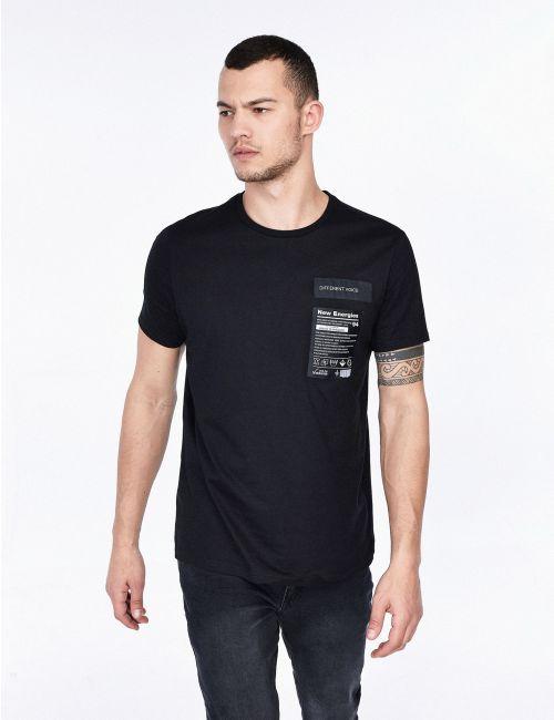 חולצת טי עם פאצ'ים