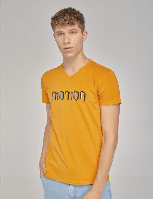חולצת טי בהדפס תלת מימד