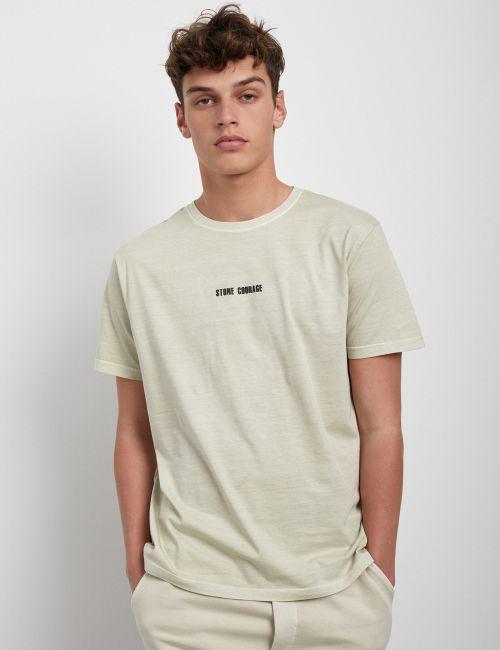 חולצת טי במראה מכובס עם כיתוב