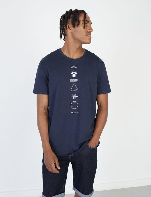 חולצת טי עם הדפס אייקונים