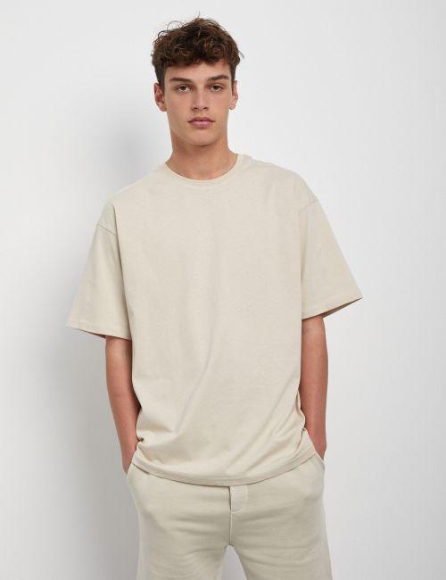 חולצת טי אוברסייז במראה מכובס