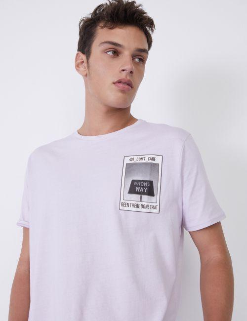חולצת טי עם הדפס כיס