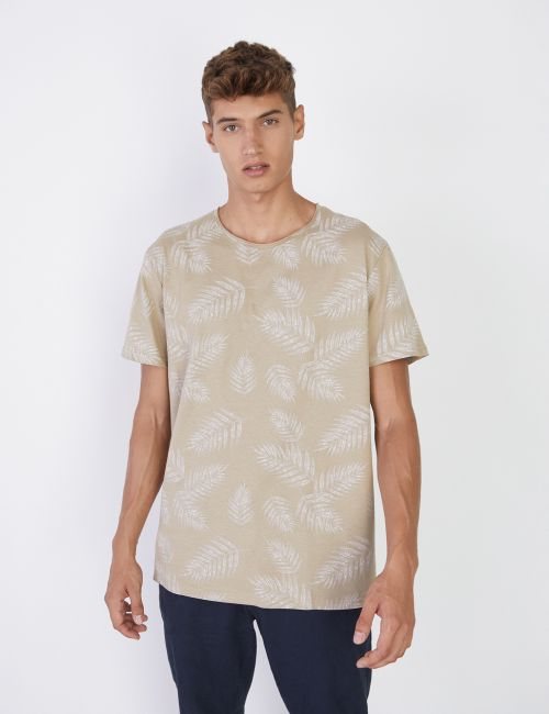 חולצה בהדפס עלים