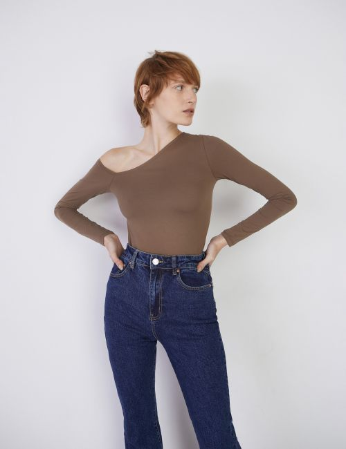 חולצה צמודה אסימטרית