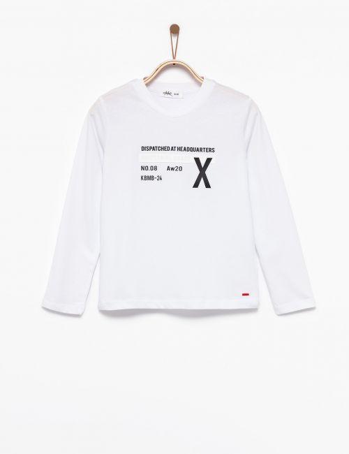 חולצת טי עם כיתוב תלת מימד
