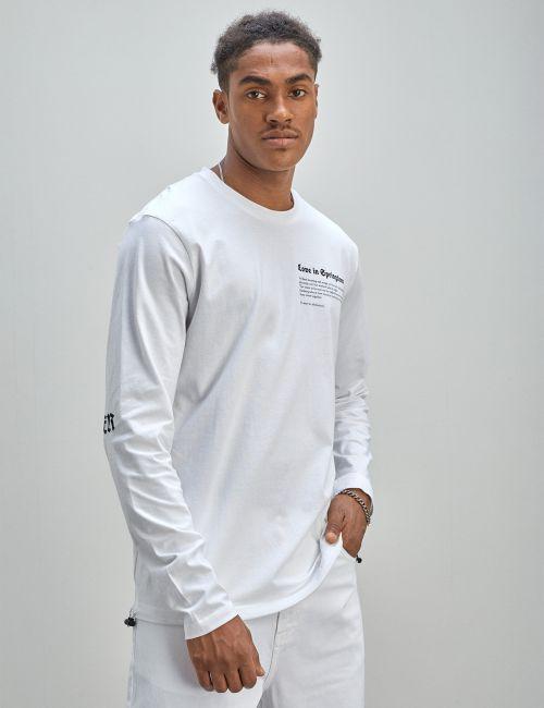 חולצת טי לייקרה עם הדפס בשרוולים