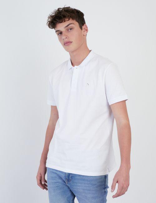 חולצת פולו עם אלמנט מתכתי