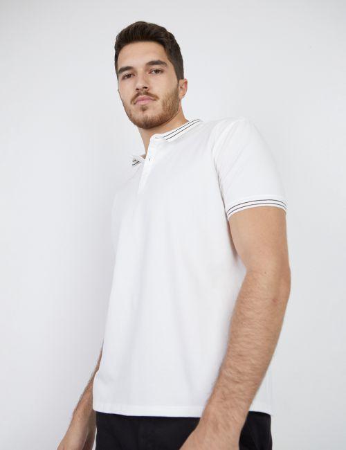 חולצת פולו עם צווארון מעוצב