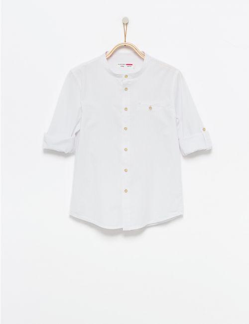 חולצה מכופתרת עם פסים לבנים