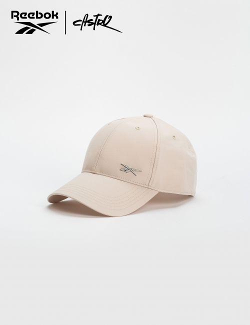 כובע מצחיה בז' ולוגו Reebok