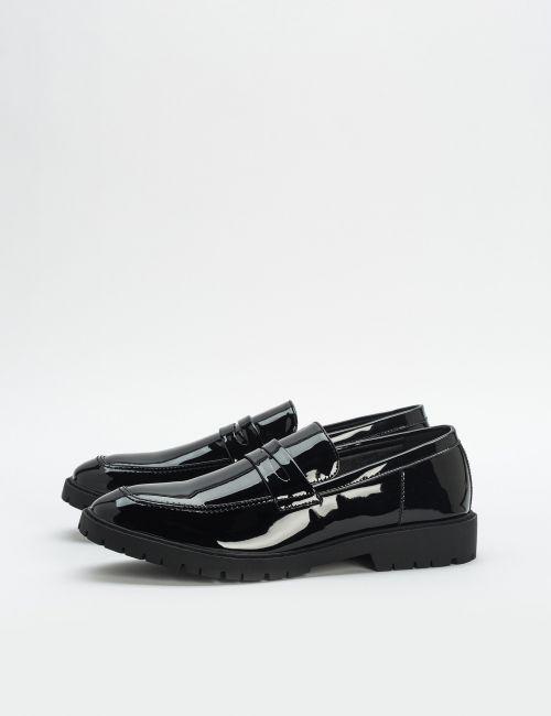 נעליים מוקסיניות עם סוליה עבה