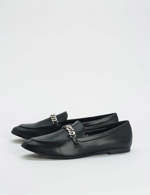 נעלי עור מוקסין בעיטור שרשרת