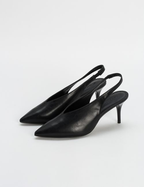 נעלי עקב עם רצועה אחורית