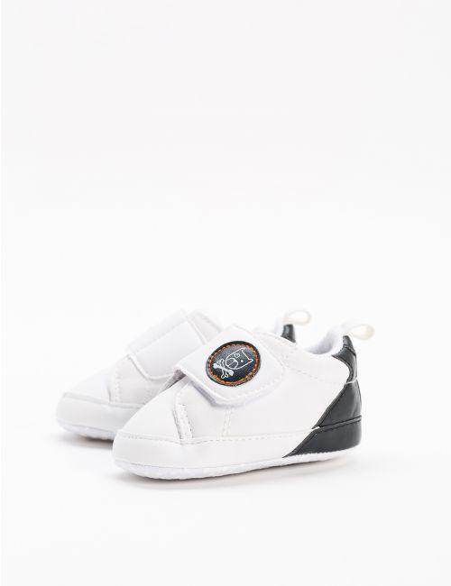 נעלי סניקרס באיור חתול
