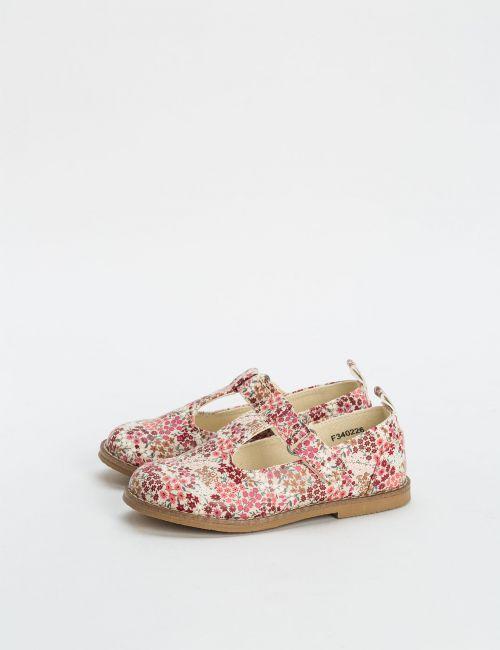 נעליים פרחוניות עם אבזם