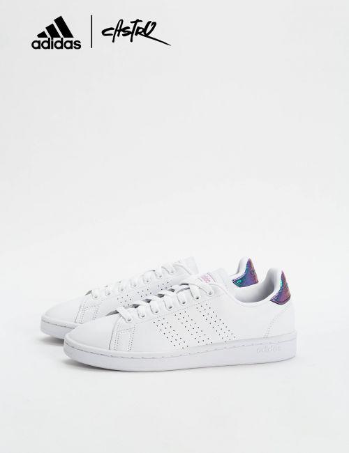 נעלי Adidas לבנות ולוגו מבריק / נשים