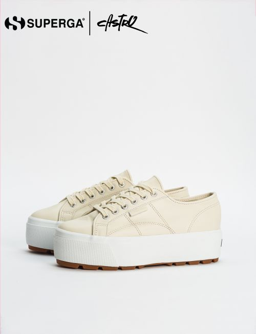 נעלי Superga בצבע שמנת מעור עם תיפורים וסולייה גבוהה / נשים