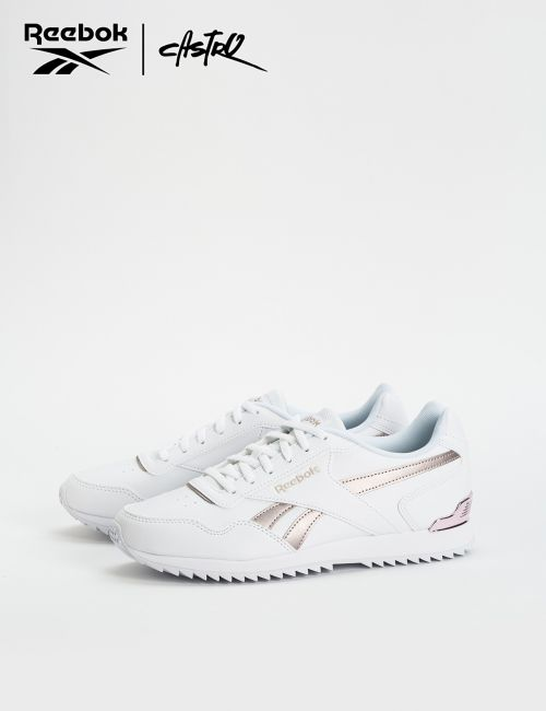 נעלי Reebok לבנות עם לוגו מטאלי / נשים