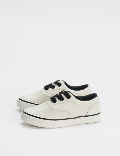 נעלי סניקרס במראה עור