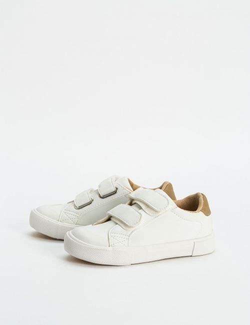 נעלי סניקרס עם סקוצ'ים
