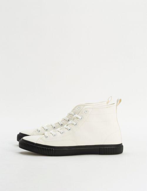 נעלי סניקרס גבוהות